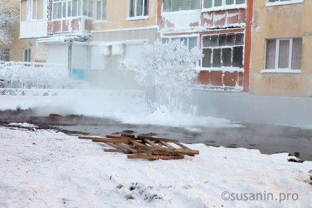 Горячая вода залила подвал жилого дома на улице 10 лет Октября в Ижевске